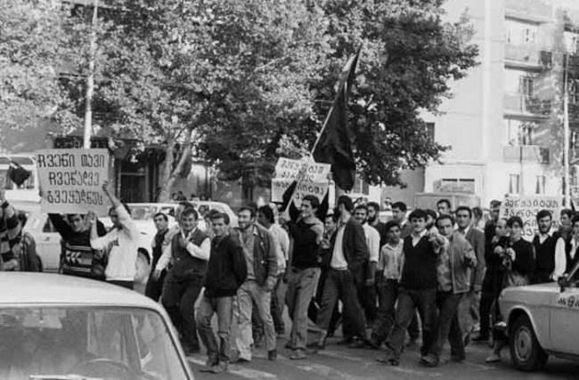 Национальные страсти прорвались наружу весной 1978 г. в Тбилиси именно в связи с насильственным насаждением русского языка. Основную массу протестовавших и на этот раз составляли студенты.
