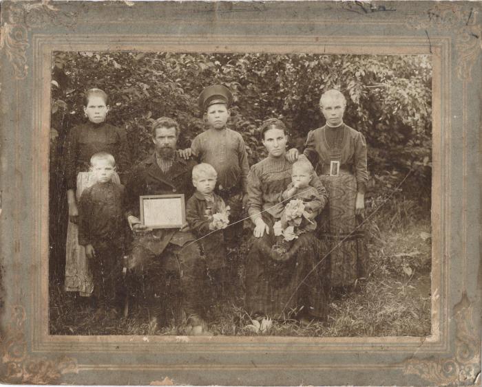 Семья Казанцевых накануне ссылки в Сибирь