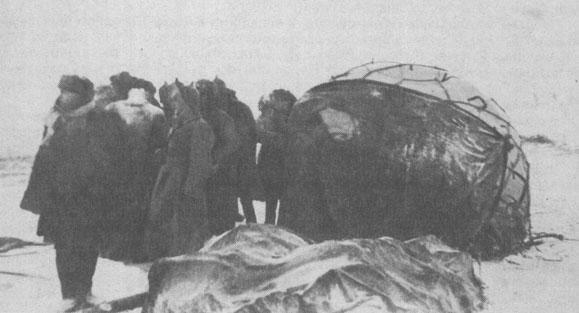 Комиссия на месте падения гондолы стратостата «Осоавиахим-1»